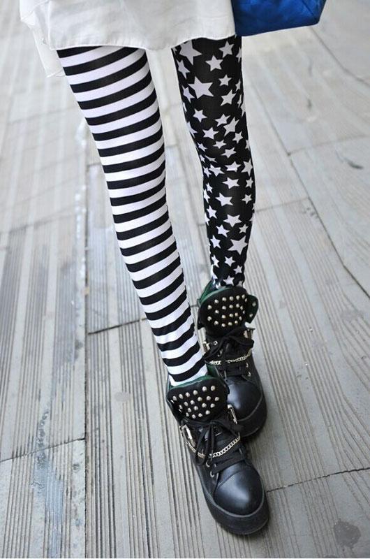 efc8a7fbac83 Leggings mi rayé noir et blanc mi étoiles blanches sur fond noir ...