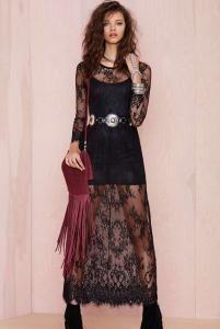 e86cd3981e54 Longue robe noire avec bas