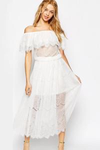 52e6950d68c1 Longue robe blanche pirate en dentelle et épaules nues idéal serre taille