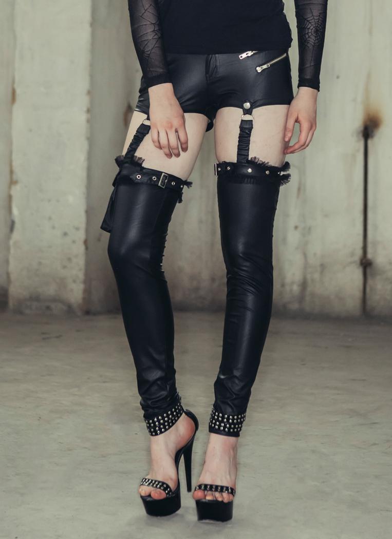 Mini short avec porte jarretelles faux cuir poche t te de - Photos de secretaire en porte jarretelle ...