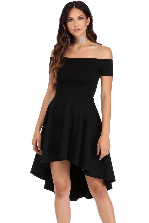 1763a41d8e6 Robe noire vintage élégante épaules dénudées
