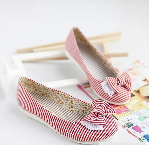 Chaussures ballerine rouge rayée blanche avec noeud kawaii. Click to enlarge 34fa4a651c08