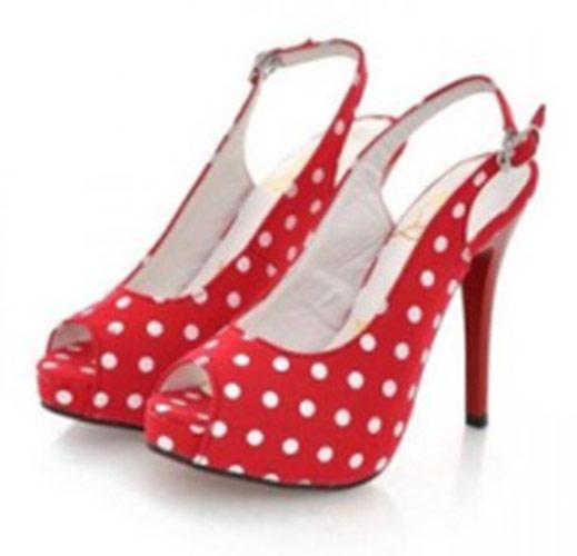 Chaussures escarpin rouge à points blancs pin-up. Cliquer pour agrandir 832ea0bc785d