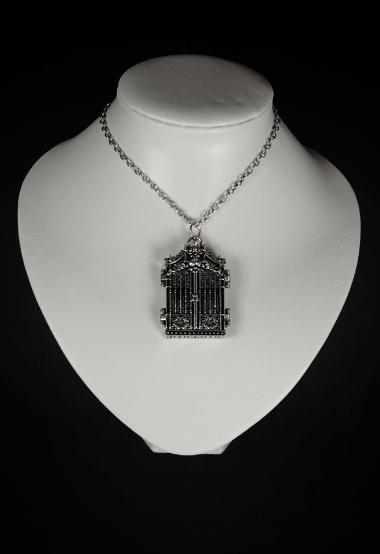 Collier portail gothique romantique qui s 39 ouvre japan for Miroir qui s ouvre