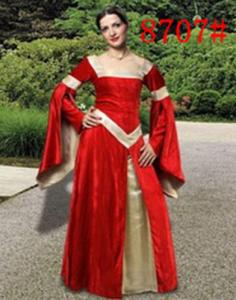 dca96277212 Longue robe médiéval victorienne en velours rouge et satin doré avec  manchettes