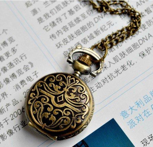 petite montre  u00e0 gousset avec motif ferronnerie aristocrate
