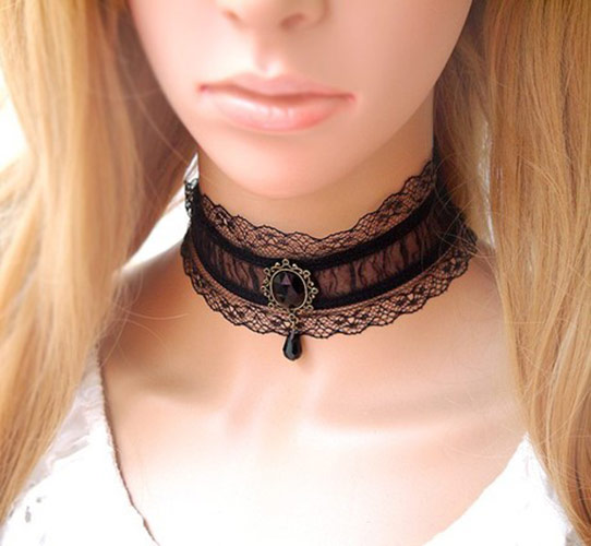 collier ras de cou dentelle noire