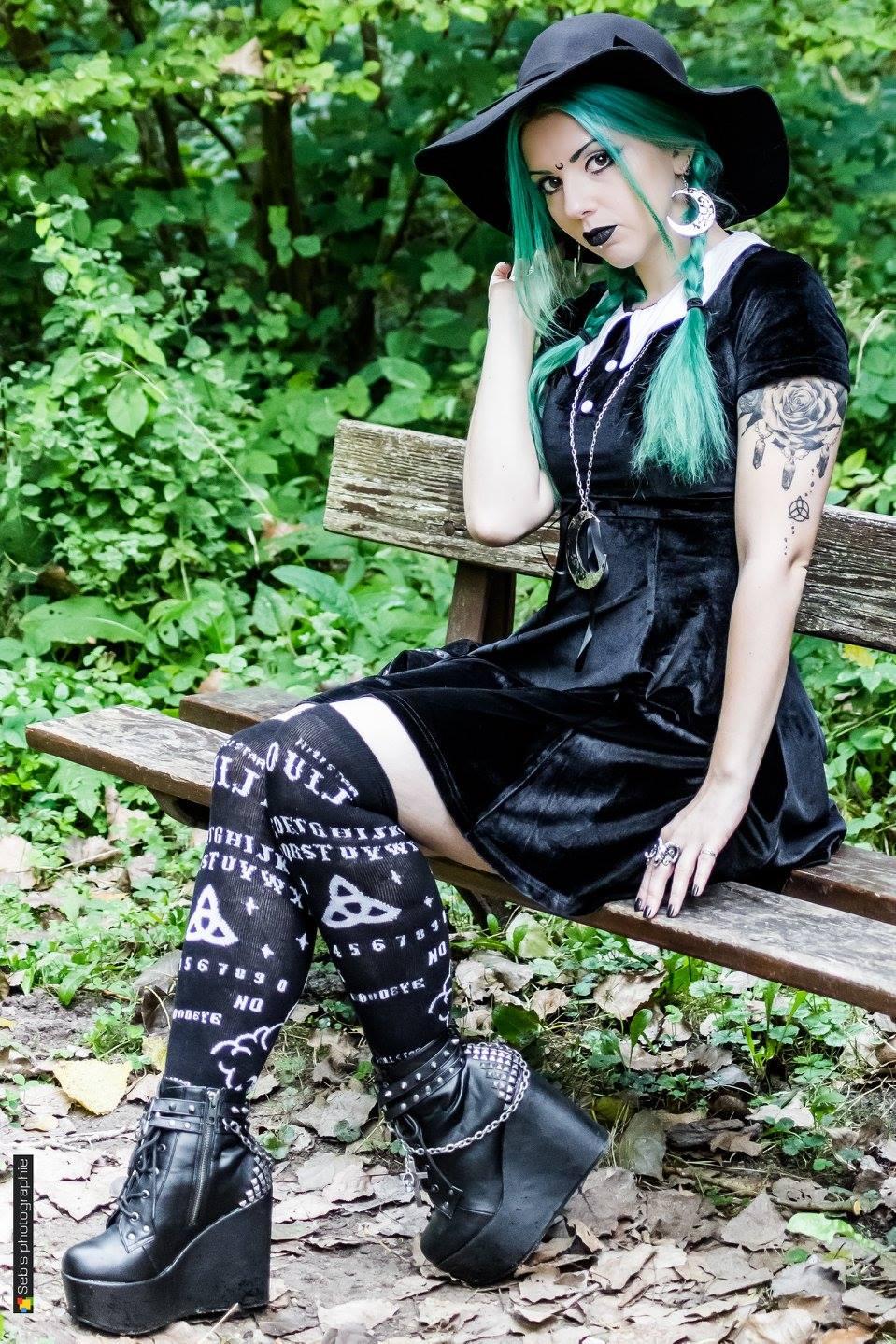 Elegant gothic aristocrat fashion 22