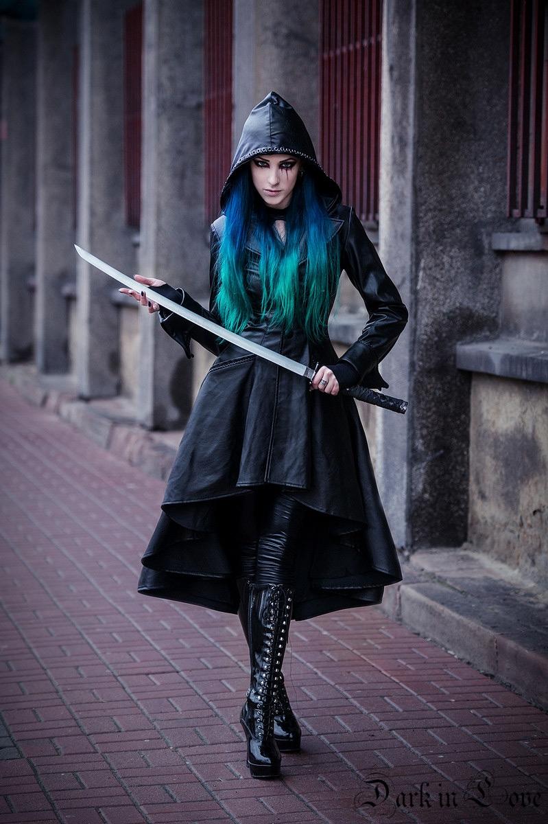 Longue manteau noir imitation cuir avec sangles au dos et capuche gothique  rock Référence   DARKIL031 ad6a7a9d3c41